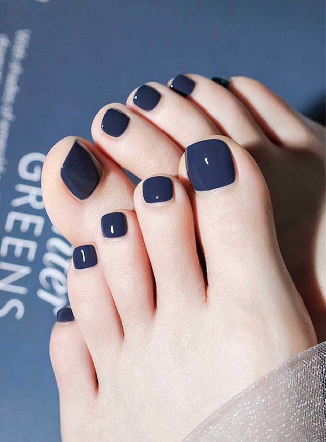 เล็บเท้าสีน้ำเงินหม่น